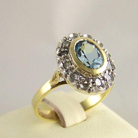 Anello stile antico oro 18Kt acquamarina e diamanti