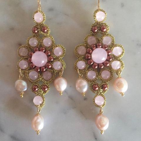 Orecchini in pizzo chiacchierino siciliano originale quarzi rosa e perle