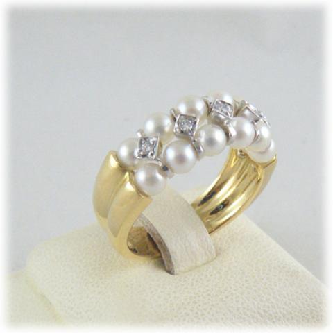 Anello in oro giallo, oro bianco perle e diamanti