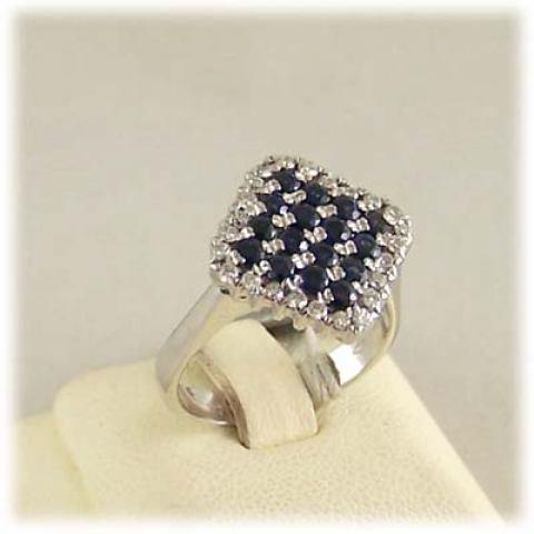 Anello in oro bianco zaffiri blu e diamanti